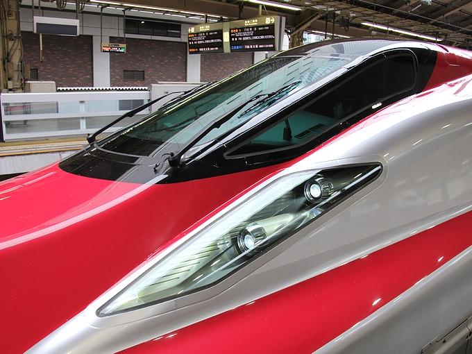 スーパーこまちの「眼」 東京駅にて