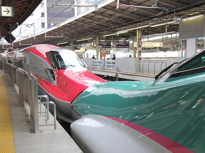 スーパーこまちとはやぶさ 東京駅