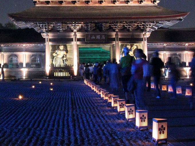 国宝瑞龍寺 「夜の祈りと大福市」でのライトアップ