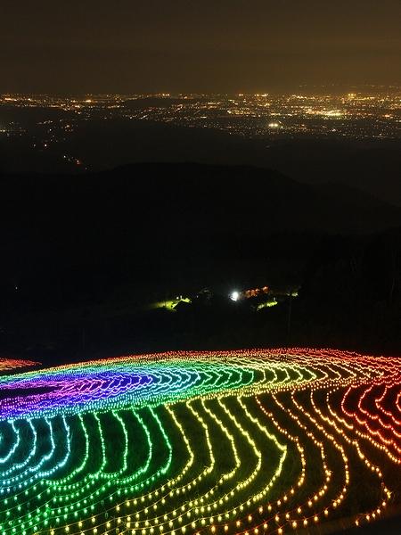 富山平野の夜景と牛岳イルミネーション