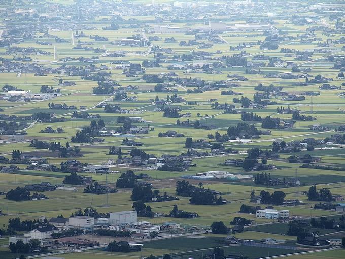 砺波市鉢伏山山頂からの散居村の眺め