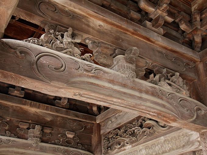 瑞泉寺の山門の彫刻