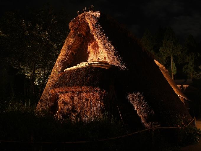 夜の「原始合掌造り」 五箇山・相倉