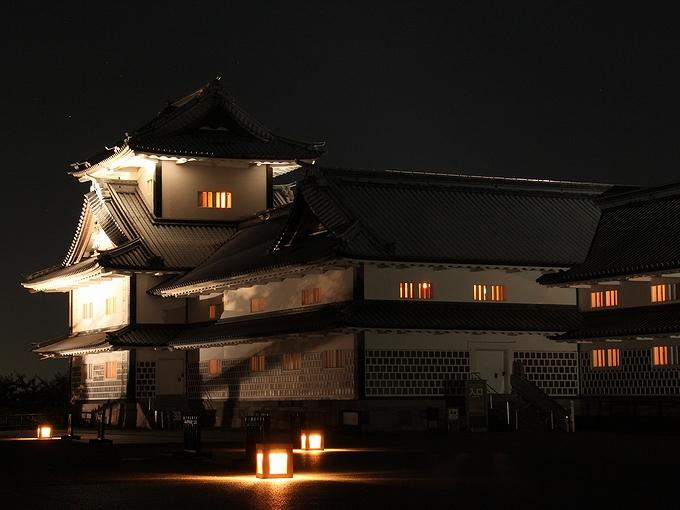 ライトアップされた金沢城 中秋の名月観賞の夕べ