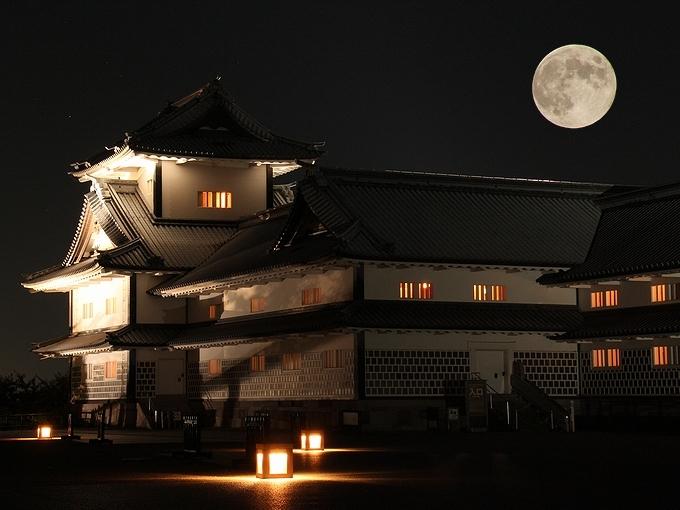 中秋の名月と金沢城