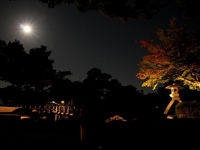 兼六園 ことじ灯籠と中秋の名月