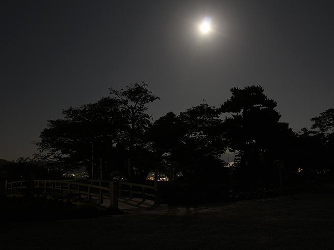 兼六園から見た中秋の名月