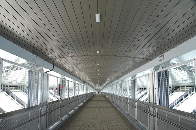 新湊大橋の歩道 あえの風プロムナード