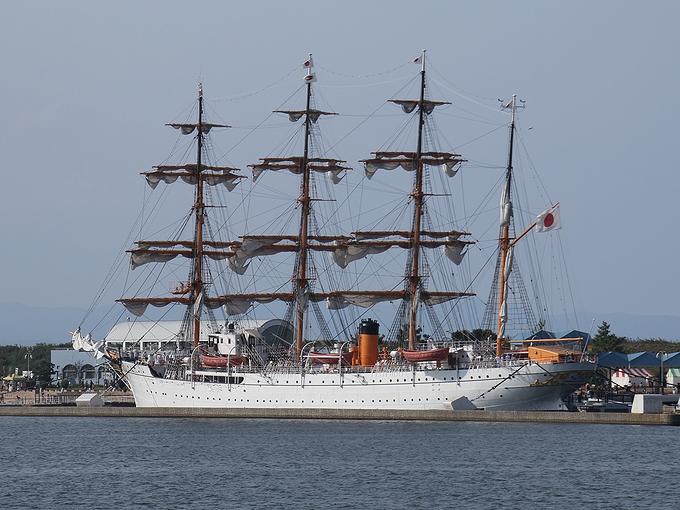 総帆展帆を終えた海王丸