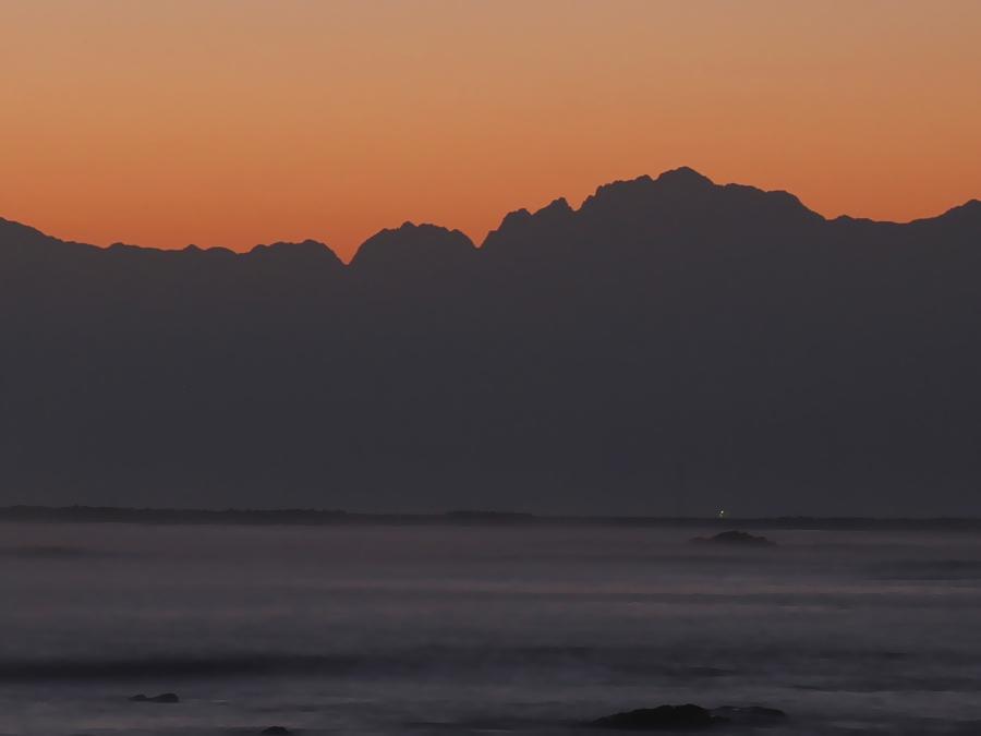 雨晴海岸 朝焼けと立山連峰