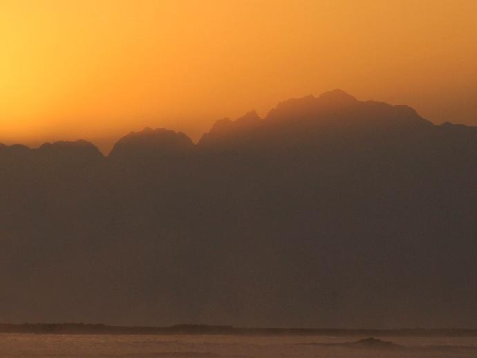 立山連峰からの日の出前 剱岳