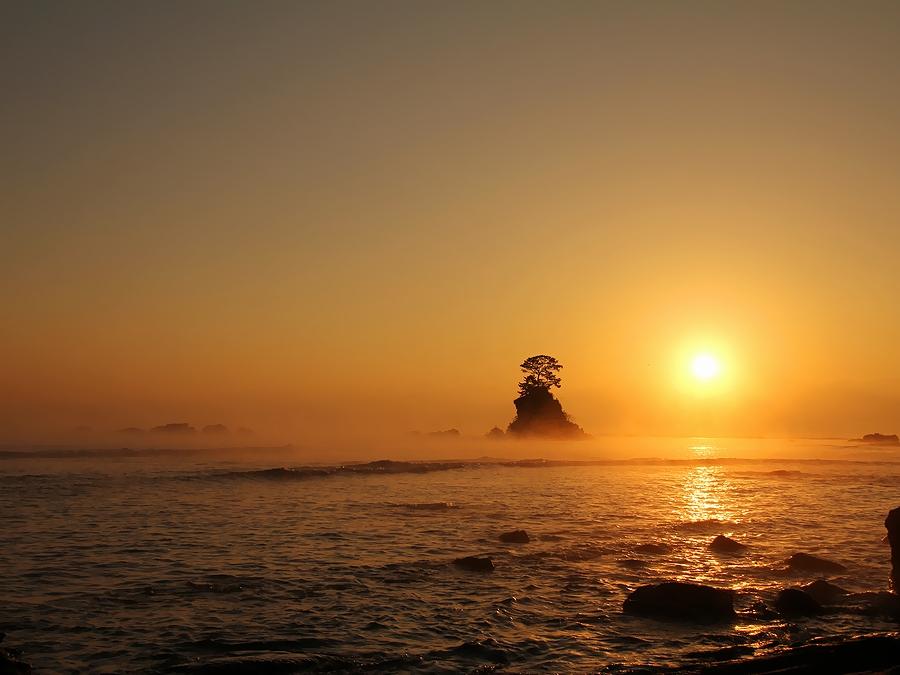 早朝 雨晴海岸からの眺め