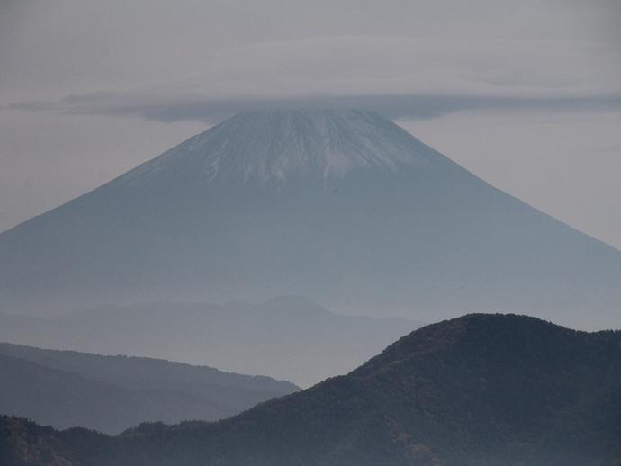 笠雲を被った富士山 八ヶ岳高原より