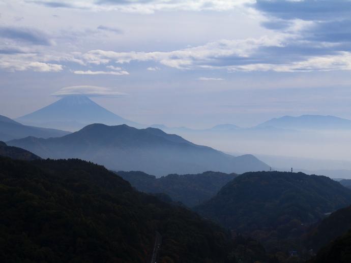 八ヶ岳高原大橋より富士山を眺める