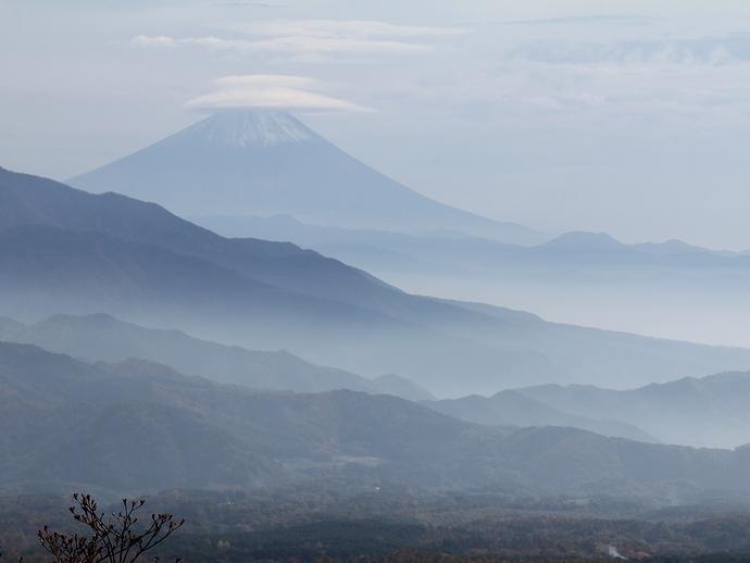 富士山と笠雲 美し森より