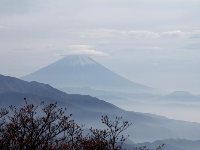 美し森から眺めた富士山 笠雲を被って