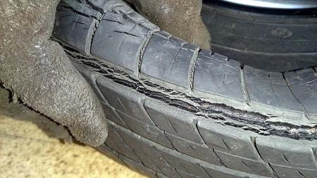 タイヤ交換 ワイヤー