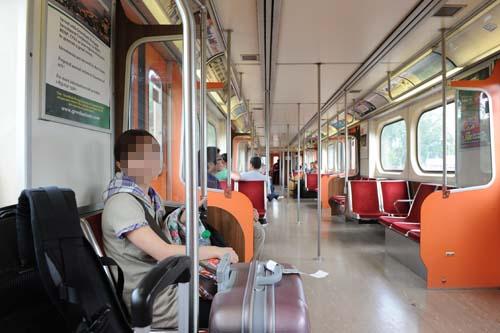 地下鉄の電車内