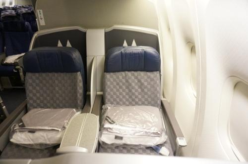 AA B772 Business class seat