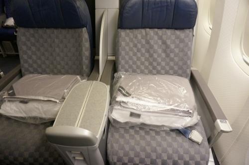 AA B772 Business class seat2