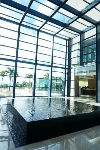 live acua cancun lobby