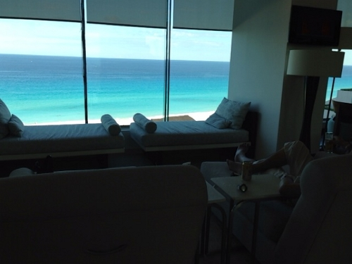Live aqua cancun club lounge