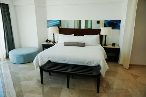 Aqua suite bedroom