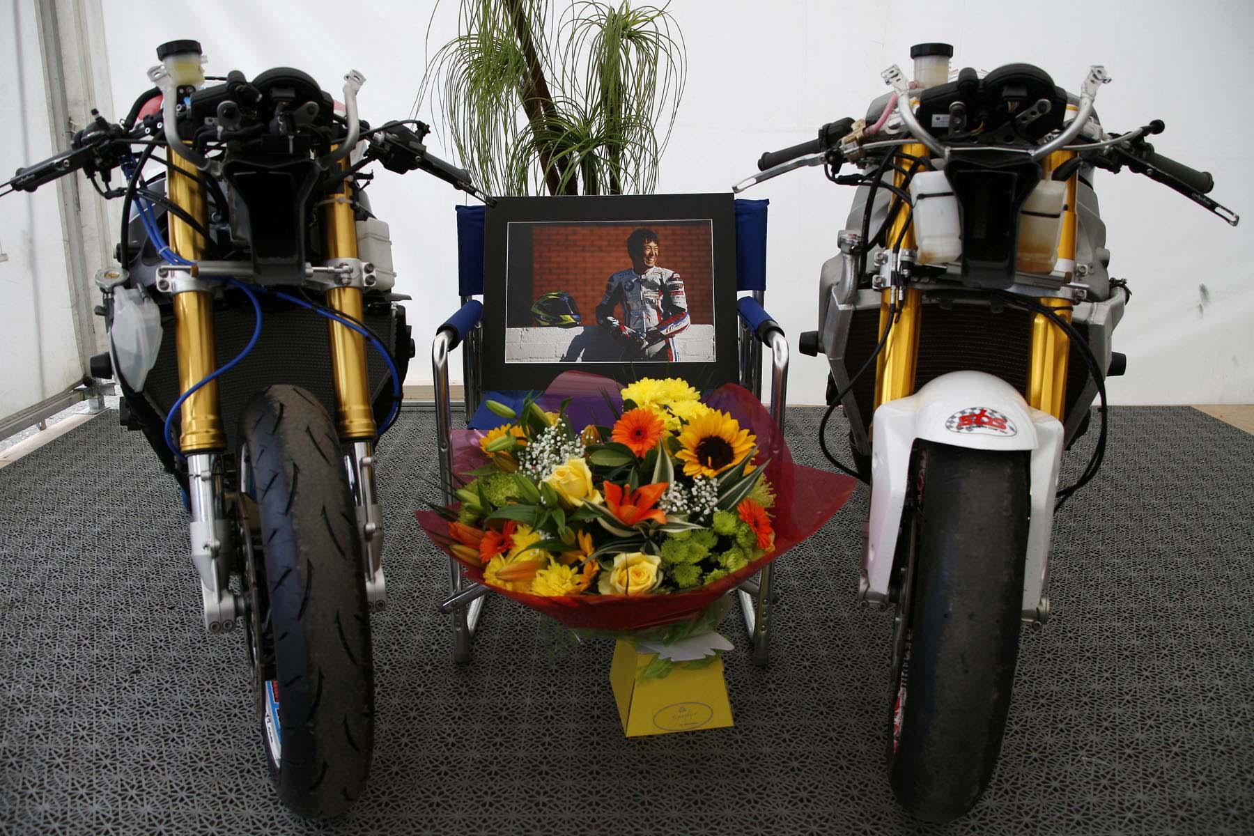 Isle-of-Man-TT-Richard-Mushet-Penz-tribute-to-Yoshi.jpg