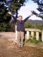 観音寺市稲積山頂上でバンザイ1