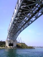 与島で瀬戸大橋を下から眺める5