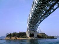 与島で瀬戸大橋を下から眺める4