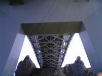 与島で瀬戸大橋を下から眺める3