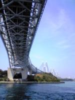 与島で瀬戸大橋を下から眺める2