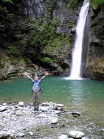 トトロの滝でバンザイ1
