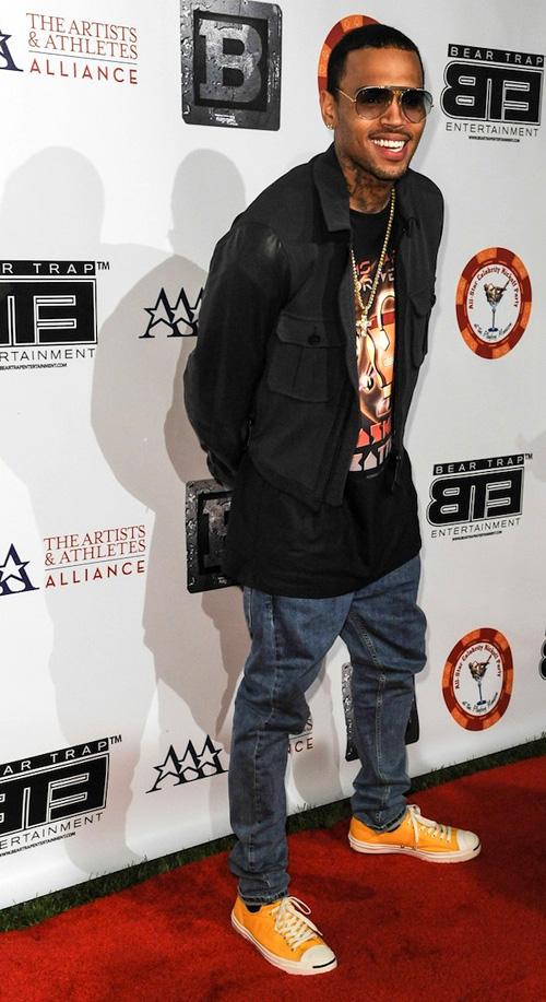 クリス・ブラウン(Chris Brown):バーバリー(BURBERRY)コンバース(CONVERSE)