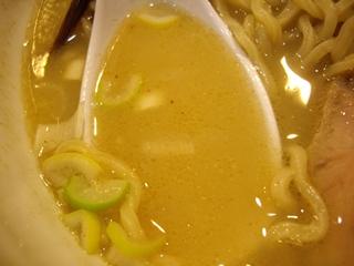 入谷製麺 煮干しソバ(スープ)