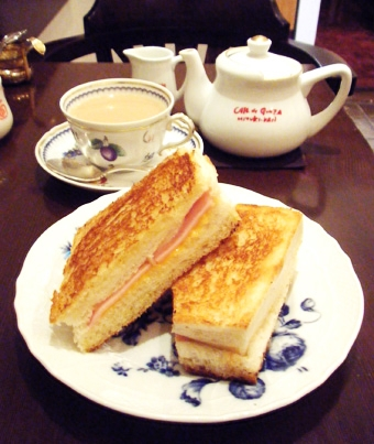 『銀座みゆき館』のハムチーズのサンドイッチ