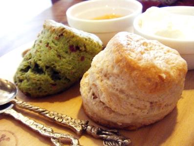 『喫茶去 一芯二葉(きっさこ いっしんによう)』の抹茶とクランベリーのスコーン