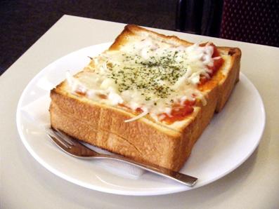 『銀座ルノアール』のピザトースト