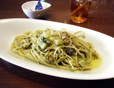 『Vigorosso(ヴィゴロッソ)』のローストチキンとジャガイモのジェノベーゼ
