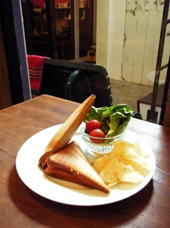 『キチム』のホワイトソース&ポテトのホットサンド