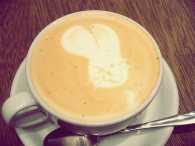 『CAFE ZENON (カフェ ゼノン)』のキャラメルティーラテ