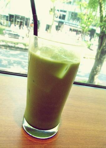 『茶-cafe』の抹茶ラテ