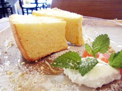 『light side cafe(ライト サイド カフェ)』のシフォンケーキ