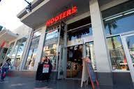 hooters01.jpg