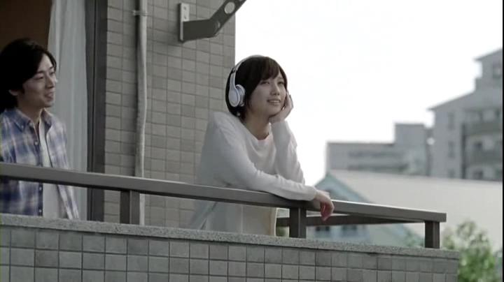 2代目【GTO】神崎麗美(本田翼)ピタットハウスCM(ベランダ、賃貸篇)に登場!彼氏(?)から「何聞いてんの?」