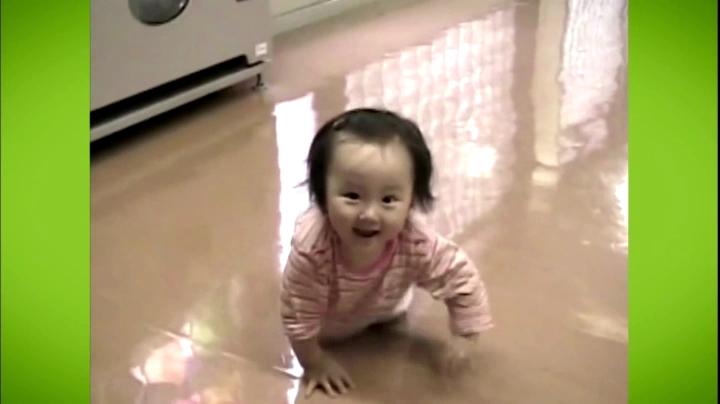 【家政婦のミタ】希衣(本田望結)ちゃん、七田チャイルドアカデミーCMに登場、床を這う希衣ちゃん
