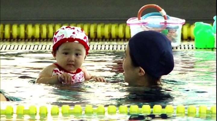 【家政婦のミタ】希衣(本田望結)ちゃん、七田チャイルドアカデミーCMに登場、水泳中の希衣ちゃん