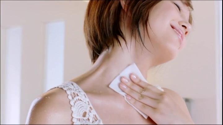 2代目【GTO】神崎麗美(本田翼)ビオレCM(通勤篇)に登場!神崎の艶っぽい肌2