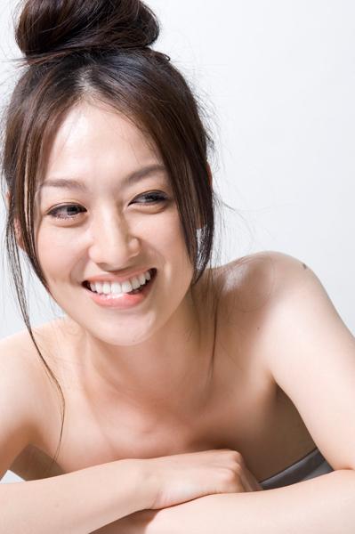 【メビウス】えっ?ミサキ女史(石川紗彩)が脱いだ?!セクシーな肩の露出4